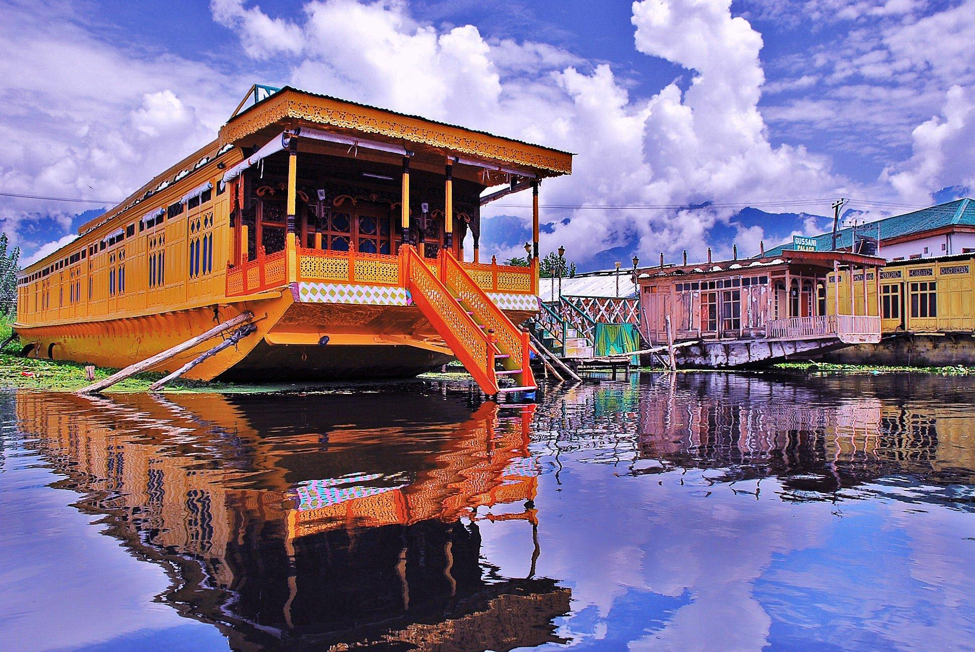 Jammu Kashmir tour packages from Hyderabad, Honeymoon & Family tour packages Operator in Hyd, Best Jammu Kashmir tour packages for couples from Hyd, Tour operators for Kashmir